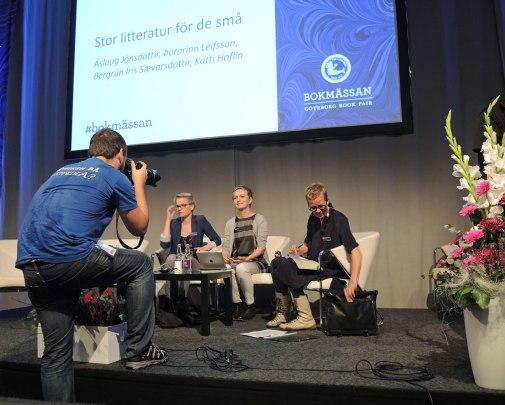 Smil, du er på! Bergrún, Áslaug, Katti Hofliin, Stadsbibliotekarie